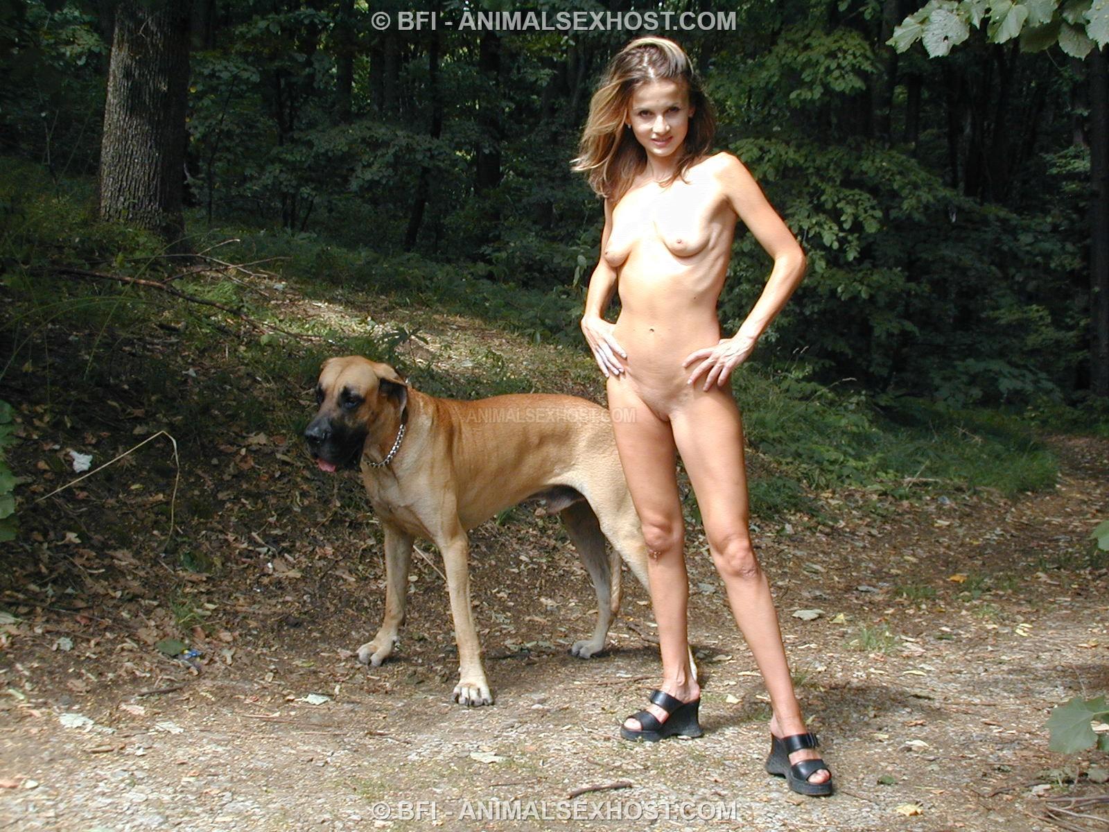 Bilara  Outdoor Posing With Toro  Page 2  Free -7081