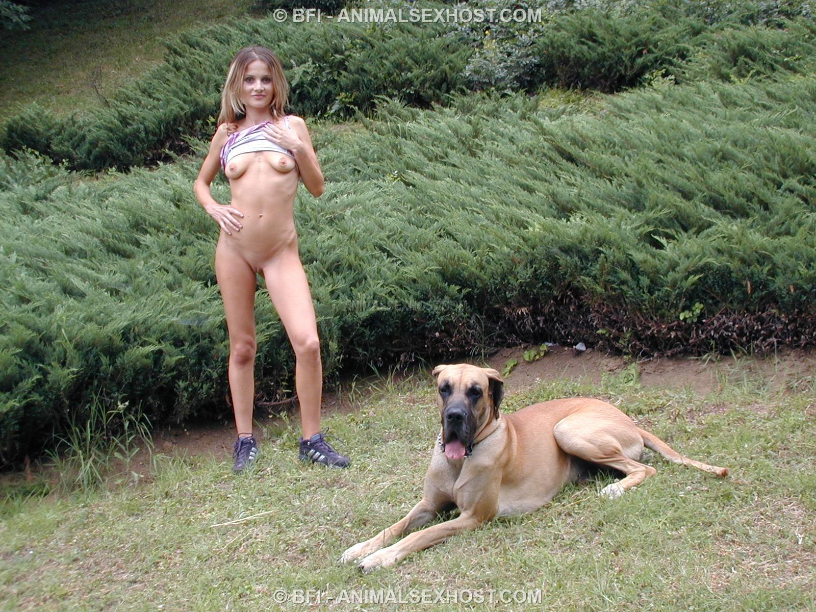 Bilara  Outdoor Posing With Toro  Page 5  Free -6603